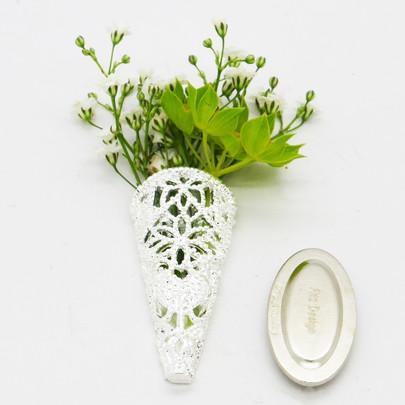 Boutonnière dentelle Argentée forme cône avec aimant